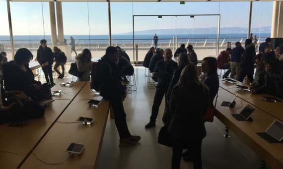 Apple store w view