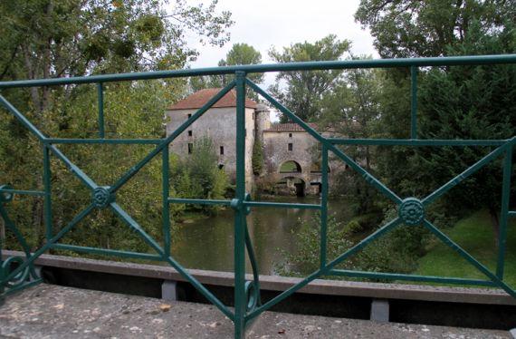 Eiffel bridge mill thru railing