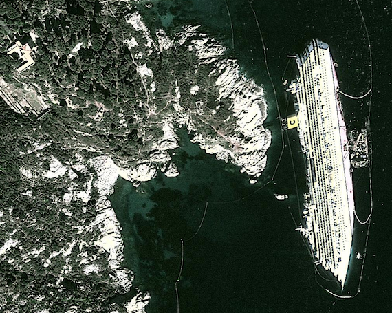 Isola del Giglio Concordia on side