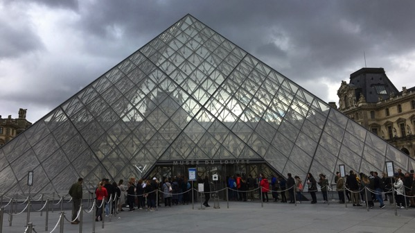 Louvre pyr entry