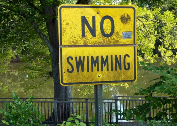 No_Swimming_sign_Pd_Pk.jpg