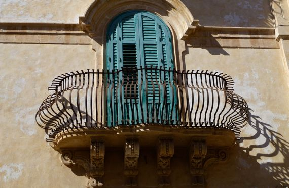 Noto balcony in angle light