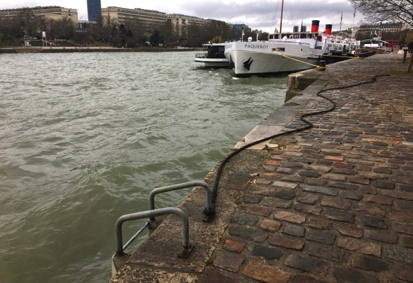 Paris Seine scene