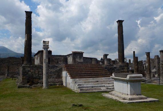 Pompeii temple of apollo front sundial