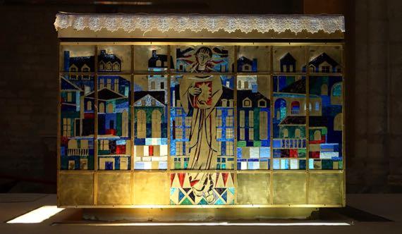 Saint Pierre altar side