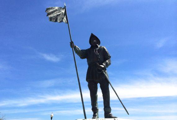 Tristan de Luna y Arellano statue