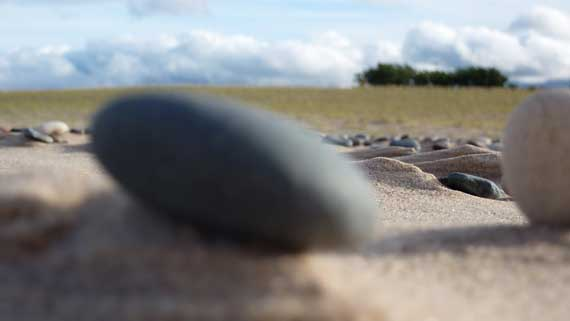 beach_experiment_rock_CU.jpg