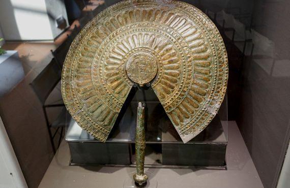 Bronze fan ritual Poplonia 600 550BC