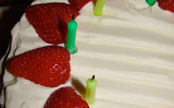 cake_bday_strawb.jpg