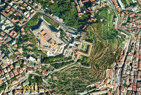 castel_on_Italian_hill.jpg