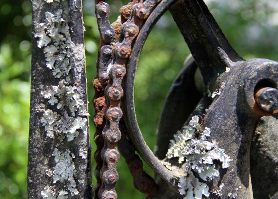 Chain hand pump
