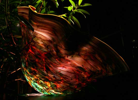 Chihuly_glass_at_night.jpg