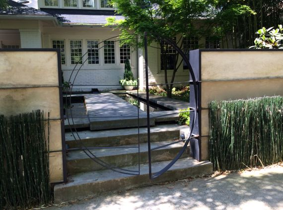 Circular front gate