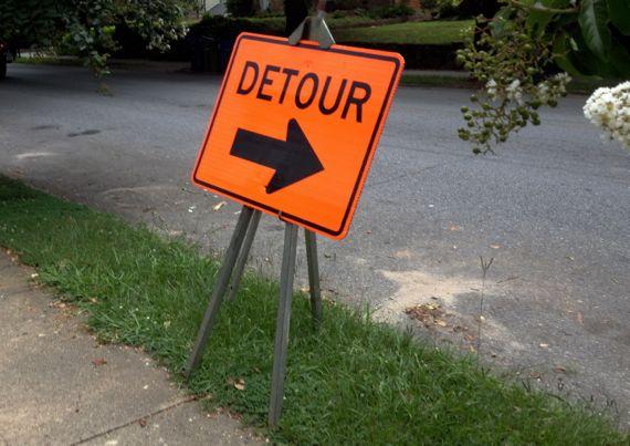 Detour sign on verge