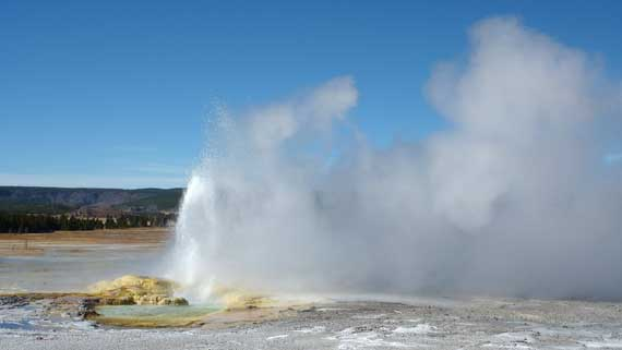 geyser_in_Yellowstone.jpg