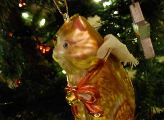 kitty_Xmas_tree_ornament.jpg