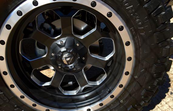 Knobby tire posturing