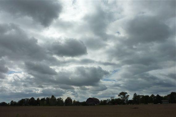lowering_sky_clouds.jpg
