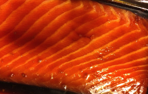 Marinating sashimi salmon