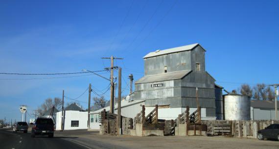 Mill loading chute