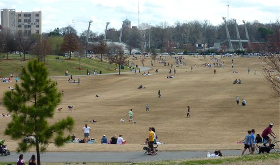 Park full o people in Feb
