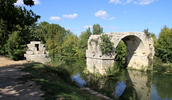 Pont at Ambrussum arch that remains