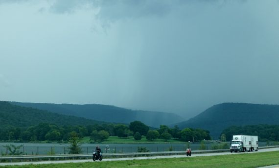 Rain arrives over TN river