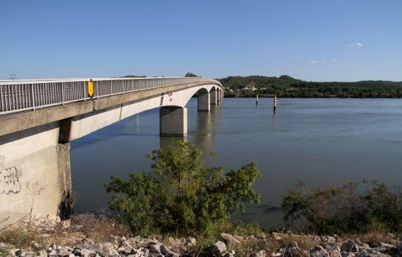 Rhone bridge near not at avignon