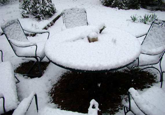 snow_on_patio_furniture.jpg