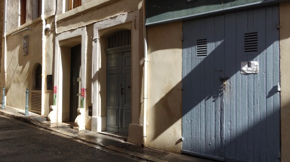 Sun shadow street