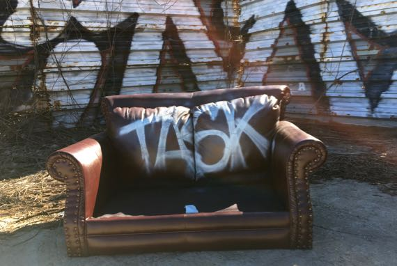 Task couch