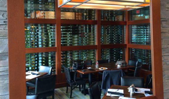 Wine display keeper